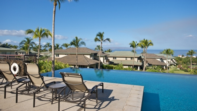 Spend your day poolside as a Kai Malu resident with sweeping ocean views