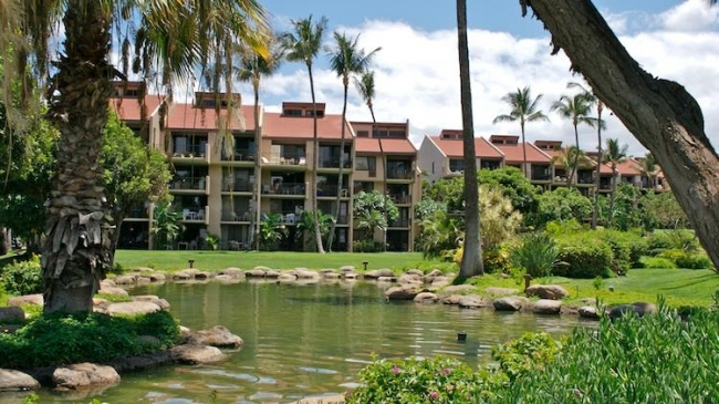 Kamaole Sands building 4 overlooking one of many water features