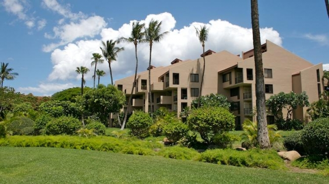 10 Kamaole Sands building clusters with mature palm trees