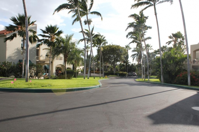 Palms at Wailea covers almost 17 acres