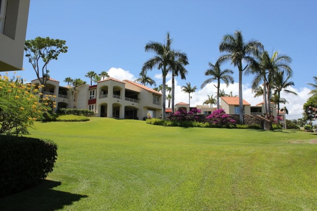 120 luxury condominiums are offered at Wailea Palms