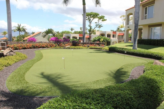 Private putting green available for residents use