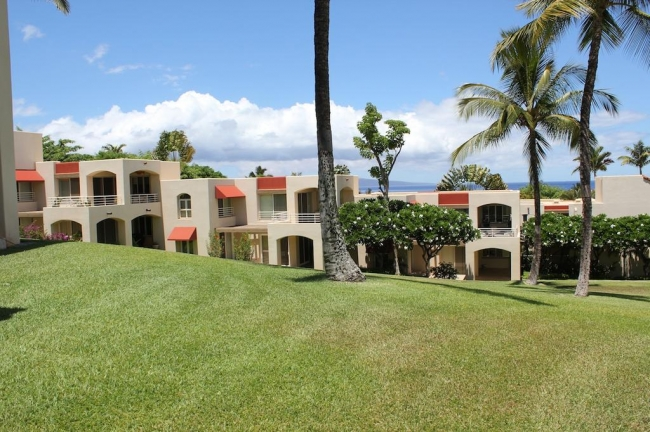 Quiet and peaceful Wailea Palms are enjoyed by residents alike