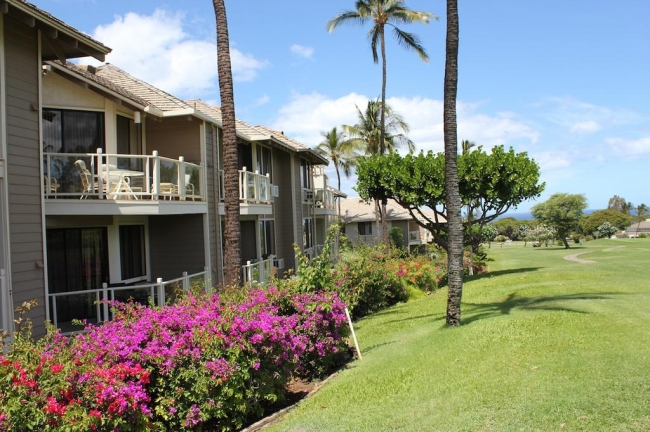 View the golf course from your private lanai