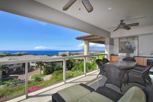 This photo exemplifies the impressive ocean views from the lanai of Ho'olei Villas. This photo is from a Top Row maile floor plan.